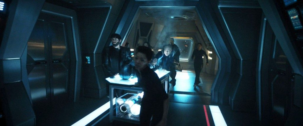 On their way with the time suit to the shuttle bay. - STDP 040 - Star Trek Discovery S2E14 (13:52)
