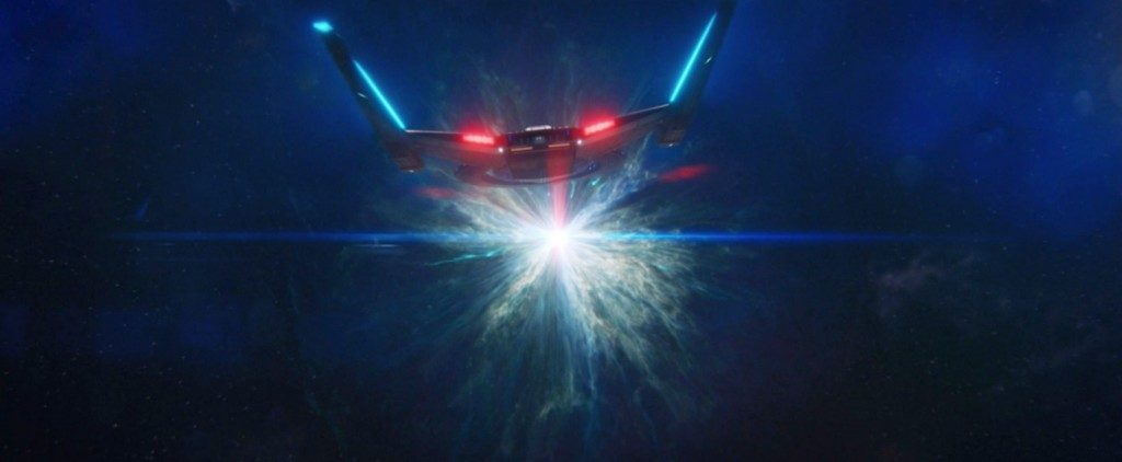 STDP 041 - Star Trek Discovery S2E14 (52:29) - The U.S.S. Discovery flying towards the wormhole.
