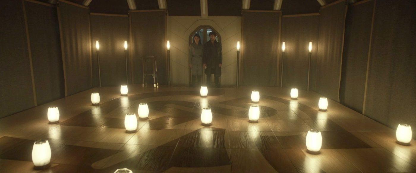 "Soji & Narek entering the Zhal Makh room. - STPC 010 - Star Trek: Picard - S1E6 (39:39) - One of Fred's ""Visual Yeses"""